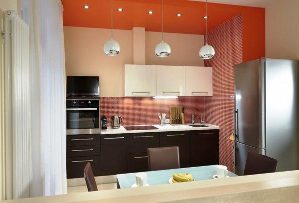 использовать в дизайне своей маленькой кухни без окна темные тона, значит нужно сделать более усиленным освещение
