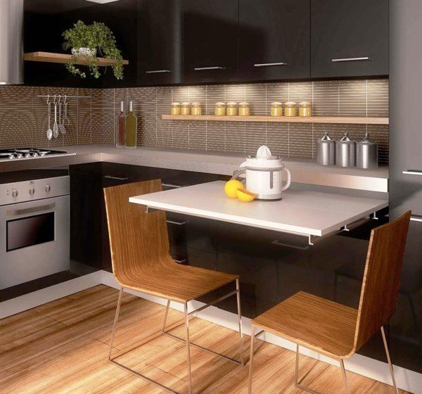 Выдвижной стол - отличная идея для малогабаритной кухни без окна
