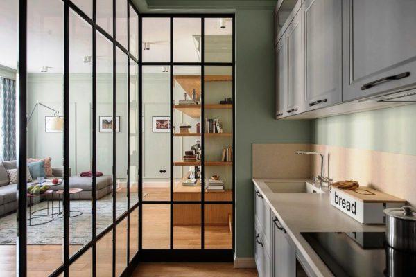 Варианты стеклянной перегородки в малогабаритной кухни без окна