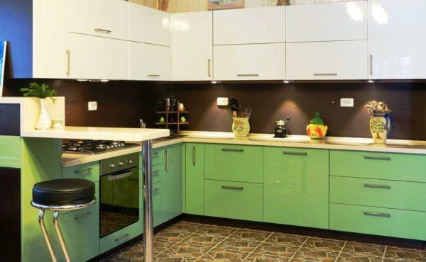 При грамотном дизайне ваша кухня без окна будет красивой и удобной!