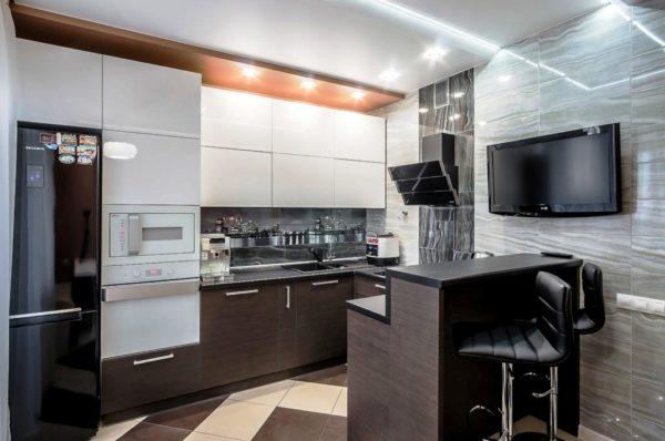 При правильном дизайне интерьера в стиле хай-тек, все необходимое уместиться даже на маленькой кухне