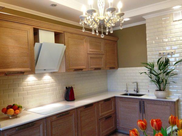 Фото дизайна интерьера малогабаритной кухни в классическом стиле