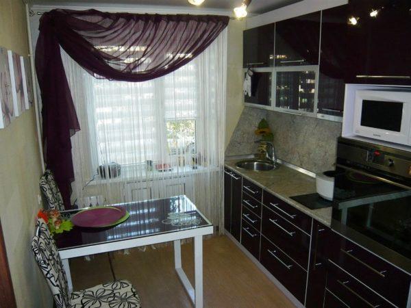 Грамотная планировка маленькой кухни прямоугольной формы сделает ее уютной и удобной