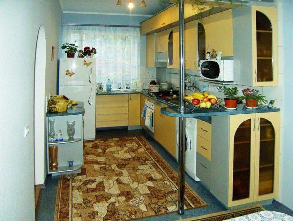 Отказ от дверей в кухне с малой площадью увеличит пространство в доме