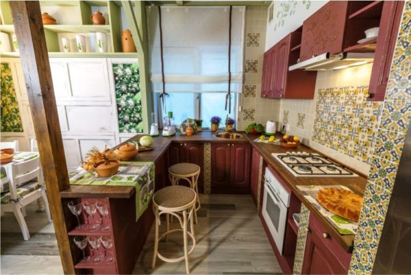 Объединение кухонной зоны и гостинной в одном интерьере будет смелым и оригинальным решением