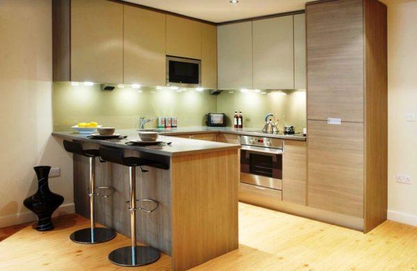 В оформлении кухни студии нужно избегать лишних деталей и предметов