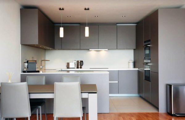 Осветительные приборы должны гармонично вписываться в дизайн интерьера малогабаритной квартиры студии