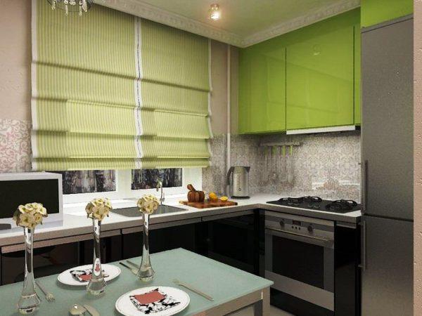 Г-образное расположение мебели позволяет разместить стол посередине небольшой кухни гостиной
