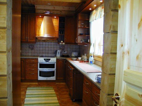 На этом фото показано, как органично вписывается вытяжка в дизайн интерьера кухни