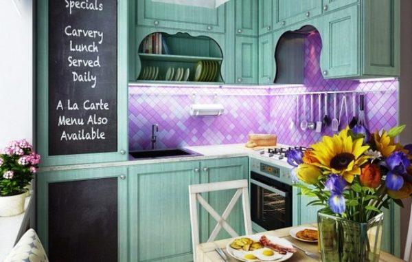 Цветы - неотъемлемый аксессуар для кухни во французском стиле