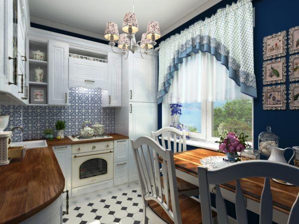Главная фишка дизайна -это множество аксессуаров, расставленных на кухне в непроизвольном порядке