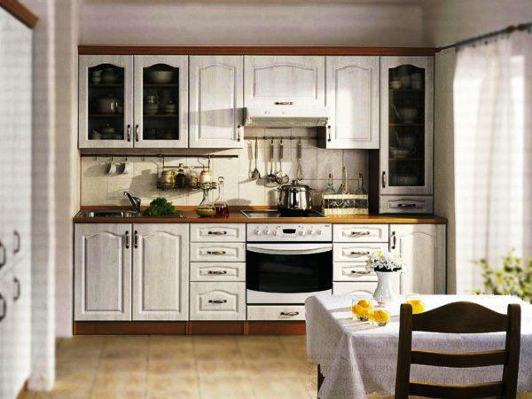 Светлые оттенки кухонного гарнитура добавят объем