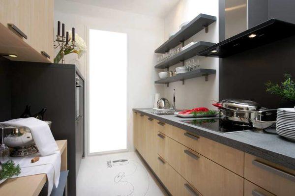 Фото современного дизайна узкой малогабаритной кухни