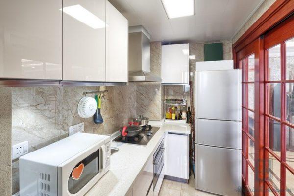 В зону запасов также входит холодильник для сохранения скоропортящихся продуктов