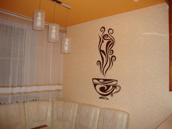 стенах какие-нибудь оригинальные рисунки - это внесет изюминку в простой дизайн малогабаритной кухни