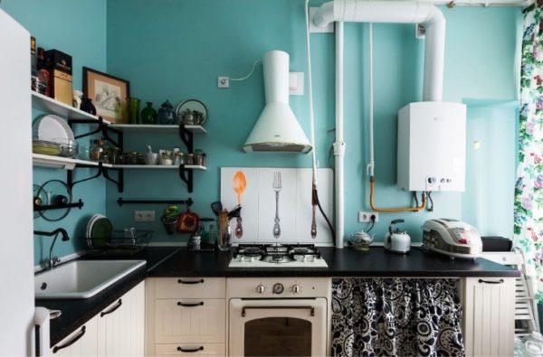 Дизайн малогабаритной кухни с колонкой в стиле кантри