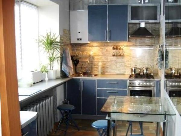 Фото дизайна маленькой кухни с газовой колонкой