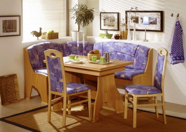 Цвет дивана должен гармонировать со стенами и мебелью