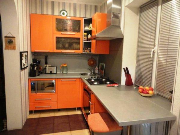 2 Маленькие кухни 5 кв. м с подоконником