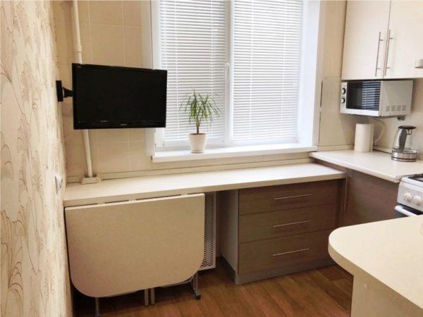 2 Очень хорошая идея - складная мебель на кухне площадью 5 квадратных метров