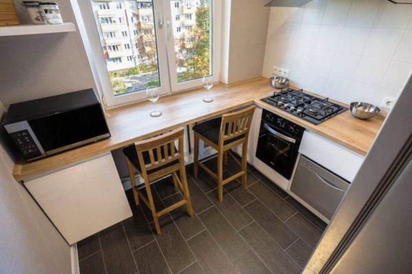 Маленькие кухни 5 кв. м с подоконником