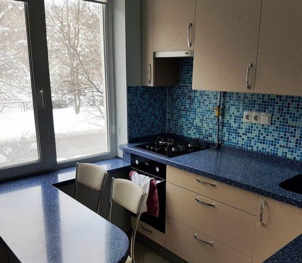 Встроенная техника отлично впишется в дизайн и увеличит площадь маленькой кухни 5 кв. м