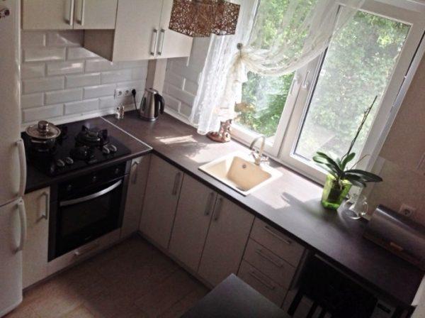 4 Маленькие кухни 5 кв. м с подоконником