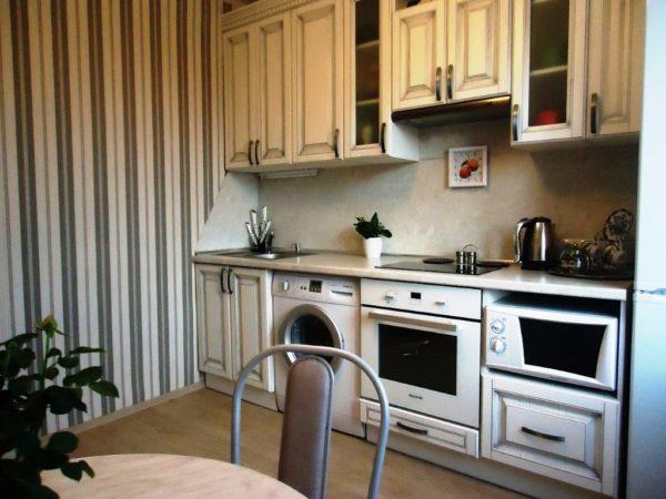 Но если вы хотите , чтоб ваша малогабаритная кухня казалась выше, то вертикальные полосы добавят высоты
