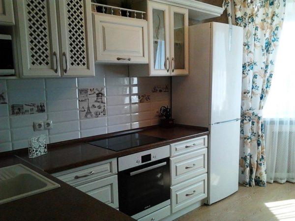 Маленькая кухня в классическом стиле должна быть в спокойных нейтральных тонах
