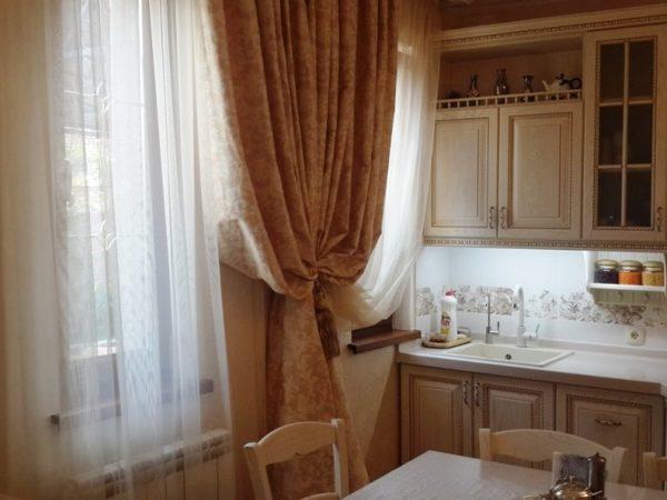 В классическом стиле используются только натуральные материалы для мебели и декора