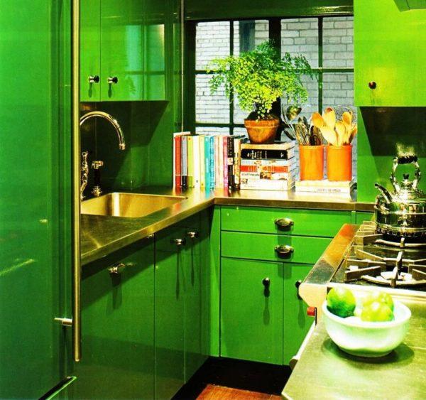 Кухня с малой площадью подразумевает компактную технику и мебель