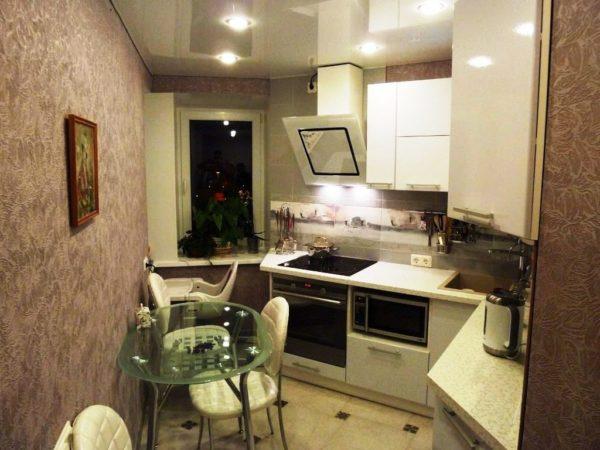 Хорошее освещение сделает маленькую кухню просторнее