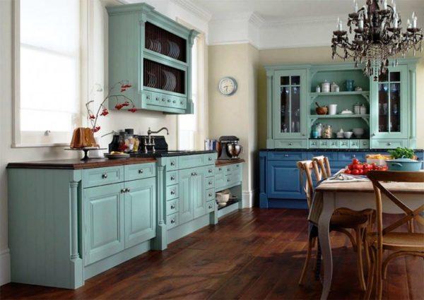 Деревянный пол на маленькой кухне 2