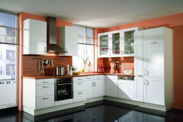 Вариант с уже готовыми кухонными гарнитурами подойдет тем, кто не хочет тратить время на продумывание каждой детали кухни, для тех, кто хочет получить готовое и правильное решение