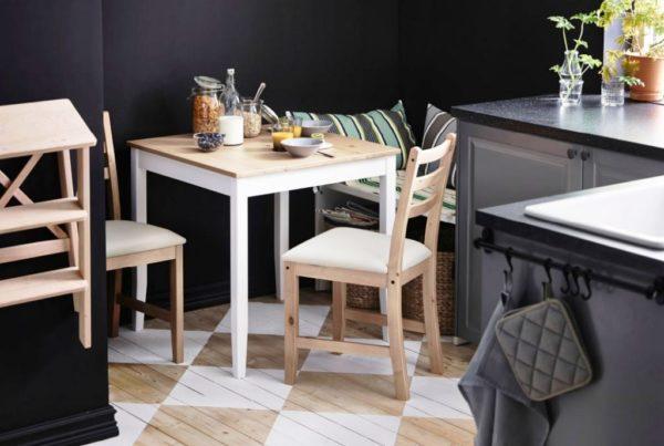 Стол кухонный и обеденный стол подбираются для каждого гарнитура отдельно