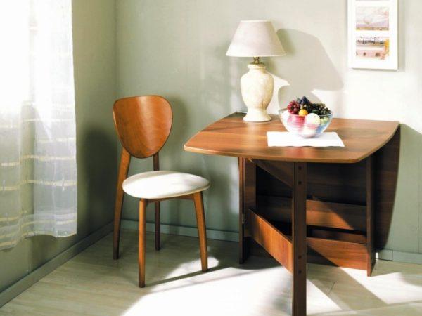 Стол-книжка на маленькой кухне