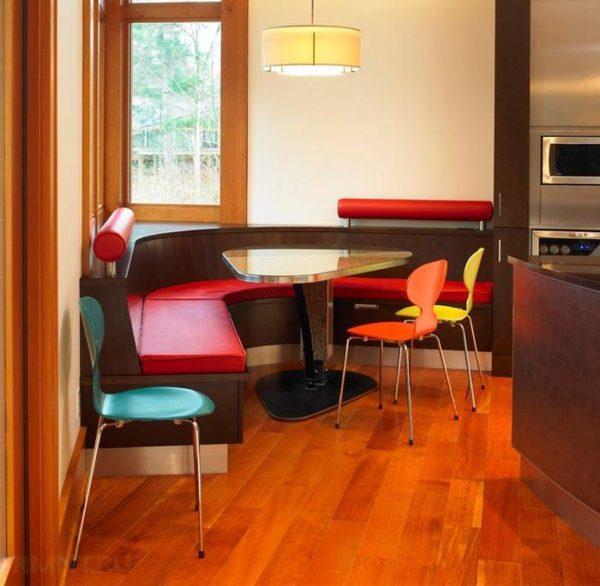 Угловой стол для маленькой кухни 1