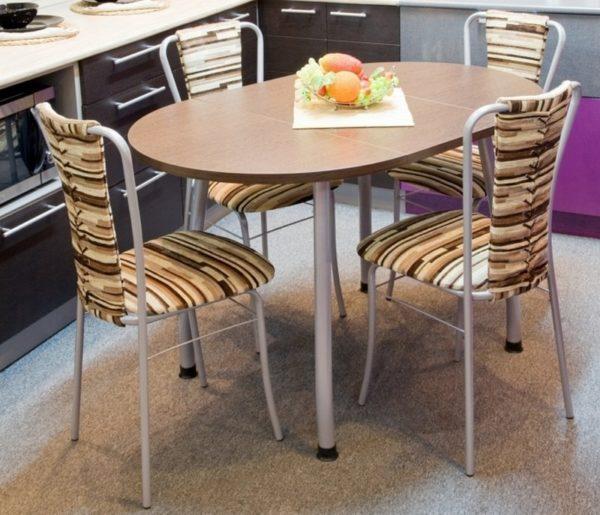 Овальный стол для маленькой кухни