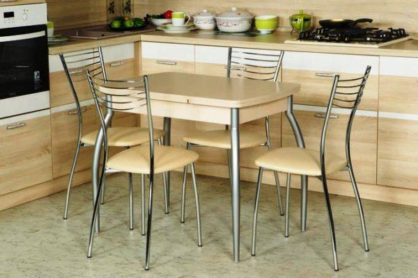 В качестве рекомендации заметим, что для маленькой кухни следует выбрать легкий и элегантный столик с тонкой столешницей толщиной до 2 см и изящными ножками, если они предусмотрены конструктивом