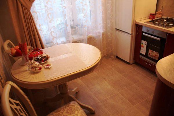 Цвет столов для маленькой кухни 3