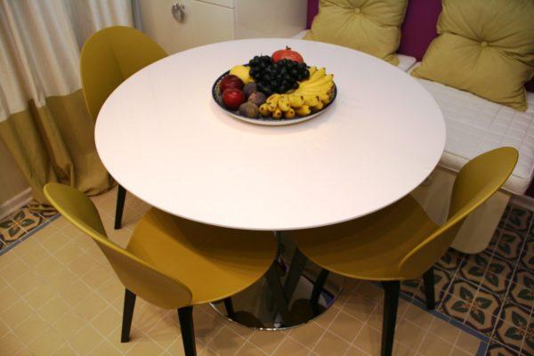 Цвет столов для маленькой кухни 1