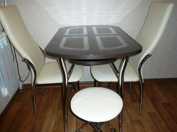 Цвет столов для маленькой кухни 2