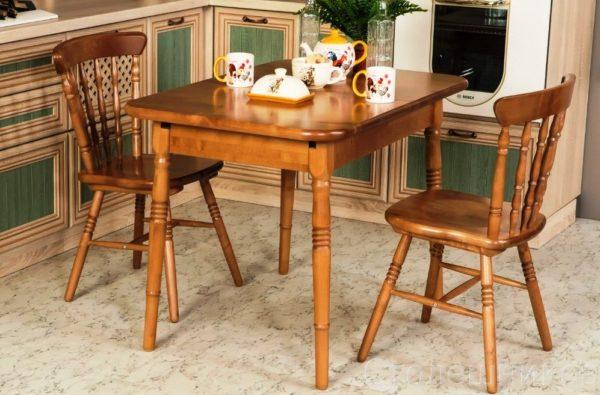 Деревянные модели достаточно крепкие, могут быть с жестким или мягким сиденьем (обитым кожей, текстилем)
