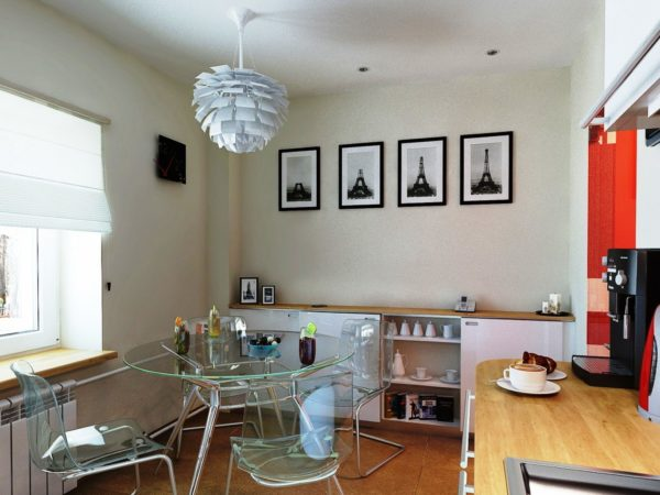 Отличный вариант – стеклянная мебель и прозрачные пластиковые стулья. Подобная «прозрачность» обстановки придаст помещению света и пространства