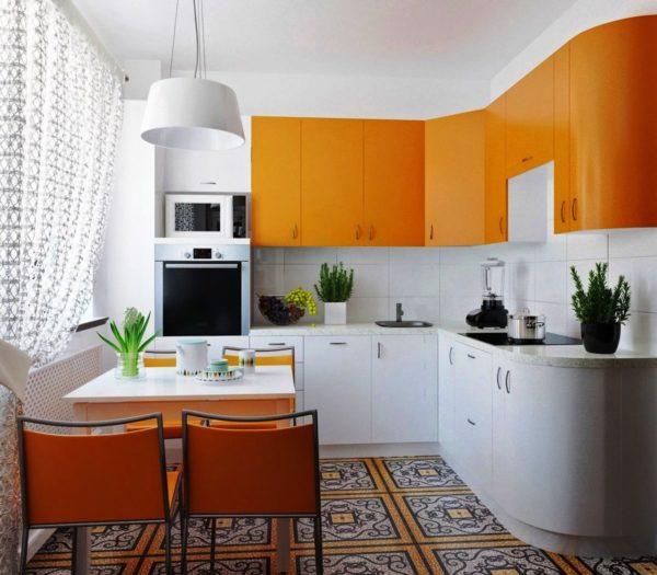 Подобное решение уберет монотонность обстановки и поможет зрительно повлиять на геометрию комнаты