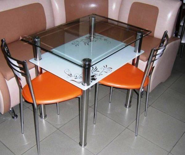 Прямоугольный стол для маленькой кухни