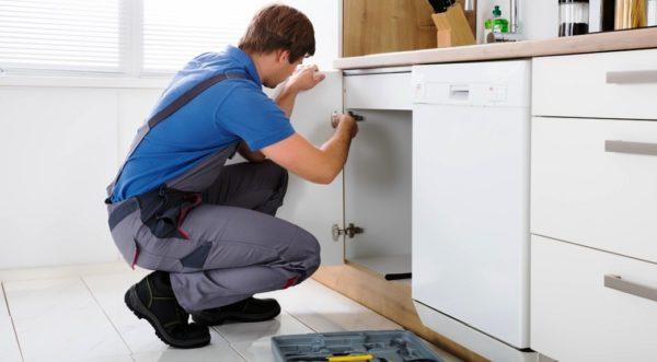Установка модульной мебели должна выполняться обученным и знающим своё дело мастером