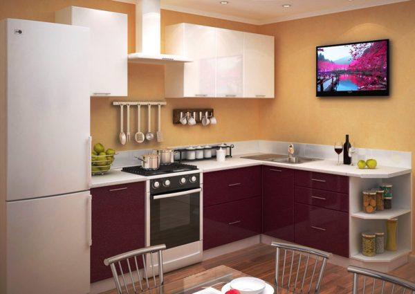 Из-за тесного пространства кухни выбор мебель для нее ограничен, а модульная мебель подходит, как нельзя лучше