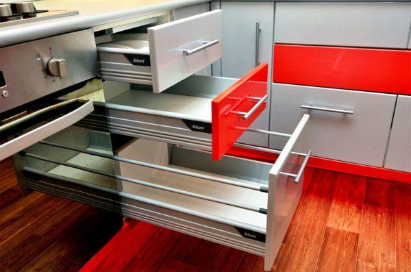 Выдвижная модульная мебель для маленькой кухни 1