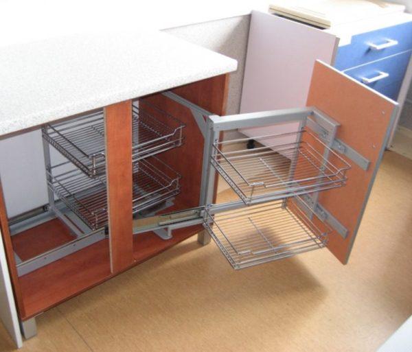 Выдвижная модульная мебель для маленькой кухни 2